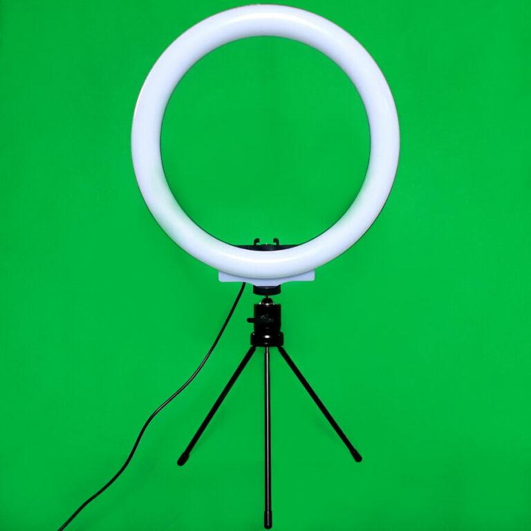 Tisch Ringlicht vor Green Screen